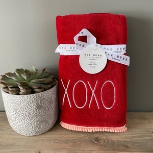 NWT Rae Dunn Red XOXO Hand Towels Set of 2